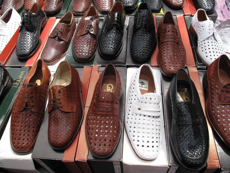 Zapatos_no_mercado _Galicia_2